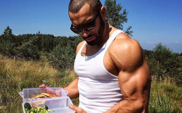 Lazar Angelov eating