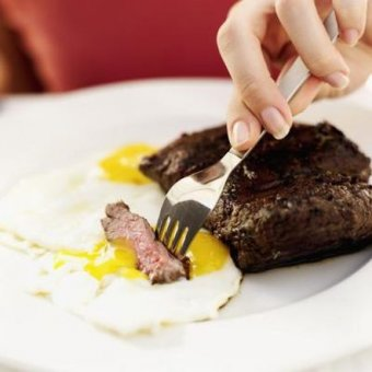 Fatty meats and eggs yolks are low-carb but high-calorie.
